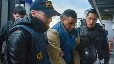 """En medio de un fuerte operativo de seguridad, el martes último Cristian """"Mai"""" Bustos llegó a Trelew."""
