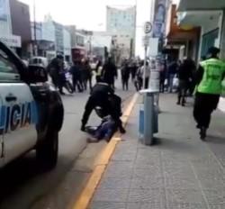 Una mujer fue detenida y otra internada (imagen captura video @marcelovidalcr)