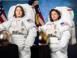 Las astronautas Jessica Meir y Christina Koch salieron este viernes de la Estación Espacial Internacional (EEI) en el primer paseo orbital exclusivamente femenino.