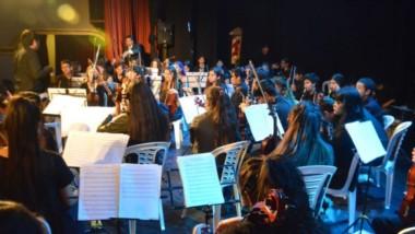 Con más de 60 jóvenes en escena se realizó el gran concierto en el marco de los 133° aniversario de Trelew.