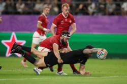 Los All Blacks volvieron a ganar y se acercaron a los cuartos de final del Mundial de Rugby.