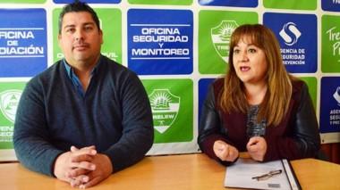 Peña y Muñoz hablaron de la iniciativa para erradicar la violencia familiar y de género en Trelew.