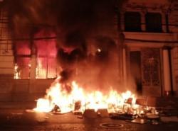 Incendio afecta al edificio de diario El Mercurio de Valparaíso