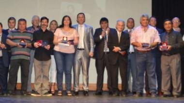 Durante el acto se reconoció entre otros a la Fundación Ángeles de Cristal, al doctor Roberto Antonio Ingaramo, al deportista Diego  Sañanco y Fabio  Abalsamo.