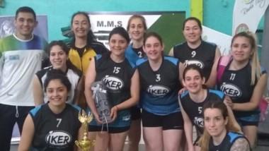 El plantel femenino campeón. Participaron, además, equipos de Comodoro Rivadavia y Rada Tilly.