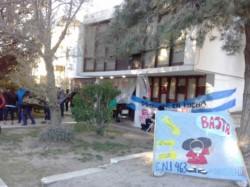 Uno de los edificios ocupados es el de supervisión de escuelas (foto radio del mar)