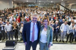 Alberto Fernández y Saintout encabazaron un acto en la Facultad de Psicología de La Plata.