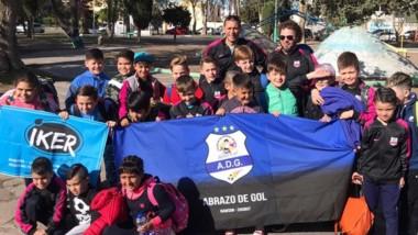 """Veinticinco chicos y chicas de """"Abrazo de Gol"""" viajaron a Córdoba."""