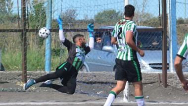 Matías López, vencido. Rafael Bellido lo fusiló a quemarropa y estableció el empate parcial de Roca, que luego iba a revertir el marcador.