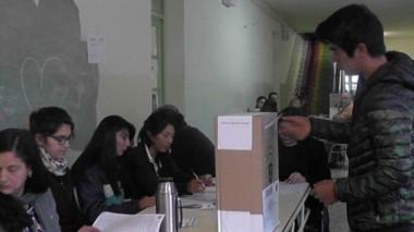 A votar. Desde temprano, las escuelas de la Comarca Andina preparadas para recibir el veredicto ciudadano.
