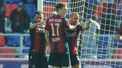 Con el gol del ex Boca, Bologna se llevó los tres puntos luego de cinco partidos.