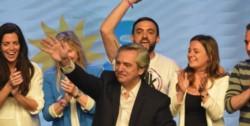 """Alberto Fernández: """"Gracias a todos los que nos apoyaron, gracias por el compromiso para construir una argentina más solidaria""""."""