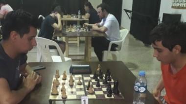 Luis Balladares vs. Agustín Fermin, los mejores de la décima fecha de los sabatinos de ajedrez en Trelew.
