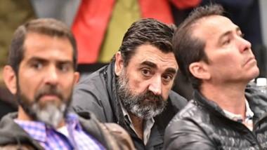 """Trío. Desde la izquierda, Lüters, """"Tato"""" Ramón y Correa algo fatigados durante la extensa lectura del fallo."""