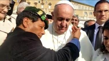 El papa Francisco bendijo la imagen de la virgen que traerá Palacios.