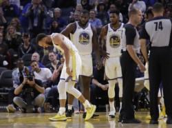 Stephen Curry se fracturó su mano izquierda y será baja indefinida.