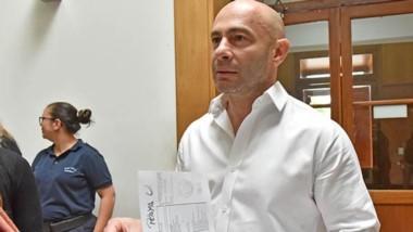 El ministro Massoni con las planillas en mano sobre los informes.