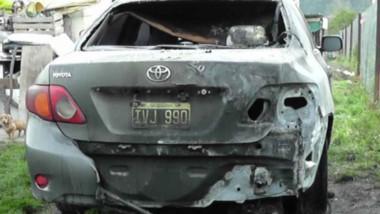 Fuego. El auto del concejal Scandizzo sufrió daños de consideración en su carrocería.