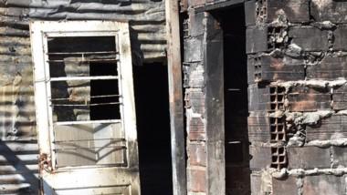 La vivienda quedó completamente destruída y lafamilia necesita ayuda.