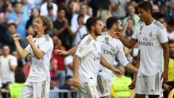 Con goles de Benzema, Hazard, Modric y James, derrotó 4-2 al escolta Granada y se alejó en la punta.