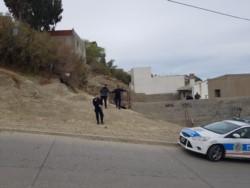 El fallecido fue encontrado en el patio de una vivienda del barrio Las Flores (foto @ornellavezzoso)
