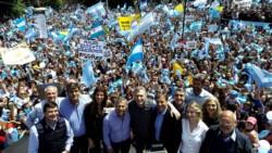 El Presidente estuvo acompañado en el palco por el gobernador mendocino, Alfredo Cornejo, y su sucesor, el mandatario provincial electo, Rodolfo Suárez.