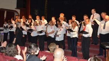 El coro municipal de adultos mayores, We Piuké, participó de la velada musical en el Teatro Verdi de Trelew.