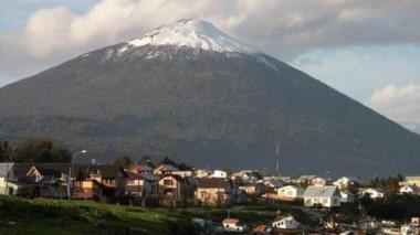 El volcán Hornopirén es el más cercano a la Comarca Andina.