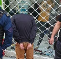 El adolescente fue detenido inmediatamente de haber robado.