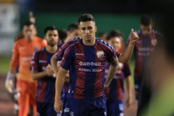 Esperón, con la camiseta del mexicano club Atlante (foto La Opinión)