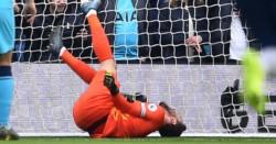 Hugo Lloris sufrió tras una caída en el juego del Tottenham ante Brighton.
