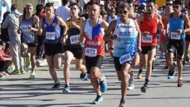 """Largada. Gerardo Haro conquistó los 13km de la decimotercera edición de la """"Corrida Día del Camino""""."""