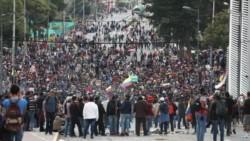 """Grupos indígenas toman la Asamblea Nacional de Ecuador al grito de """"¡fuera Moreno!"""""""