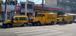 Delincuentes armados robaron un camión de caudales y escaparon con un millón de pesos.