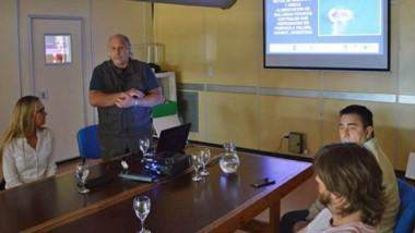 El investigador Enrique Crespo brindando detalles del trabajo.