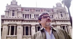 El juez Segura, con el palacio de Tribunales a sus espaldas.