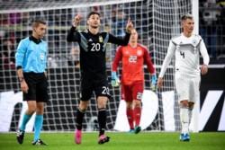 Y aunque le ha costado en la Bundesliga, Lucas Alario levanta la mano como una opción seria para la Selección Argentina.