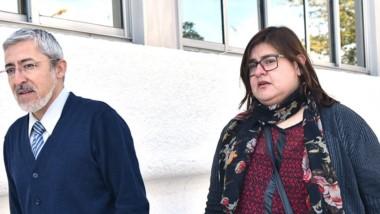 Valenzuela y su apoderado ingresando al Juzgado Electoral.