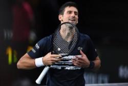 Djokovic sube su nivel como la espuma y le aplica un severo correctivo a un crecido Tsitsipas.