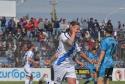 Emanuel Moreno marcó el empate transitorio y llegó a 4 goles en el torneo, goleador de Brown.