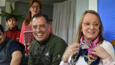 Fórmula. Eugenio Quiroga, muy sonriente junto con la gobernador de Santa Cruz, Alicia Kirchner.