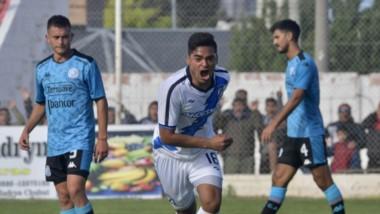 El suplente Joel Martínez, a falta de dos minutos para el final del encuentro, convirtió el gol del triunfo de Guillermo Brown en el Raúl Conti.