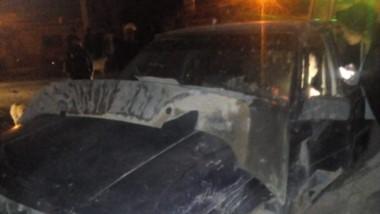 El vehículo sufrió severos daños en la parte frontal