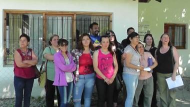 Padres de El Manso, Río Villegas y El Foyel marcharon a El Bolsón preocupados por los comedores escolares.
