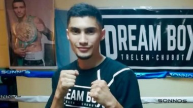 Este viernes, Maximiliano Robledo tendrá su estreno como boxeador profesional. Otro joven trelewense que sueña con la gloria en sus puños.