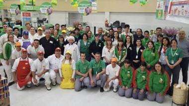 La reaperutra contó  con la presencia de autoridades municipales y provinciales, empleados y clientes.