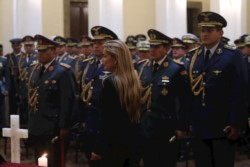 Jeanine Áñez, designó a sus primeros 11 ministros, de un total de 20, un día después de asumir el poder.