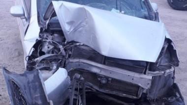El vehículo tuvo daños en su parte frontal. Los ocupantes con lesiones