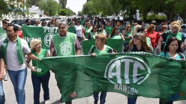 Ayer por la mañana la conducción de ATE se movilizó por las calles del centro de la capital provincial.
