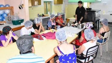 La capacitación estuvo a cargo del chef Axel Seitz y el licenciado en Nutrición Mauro Merayo.